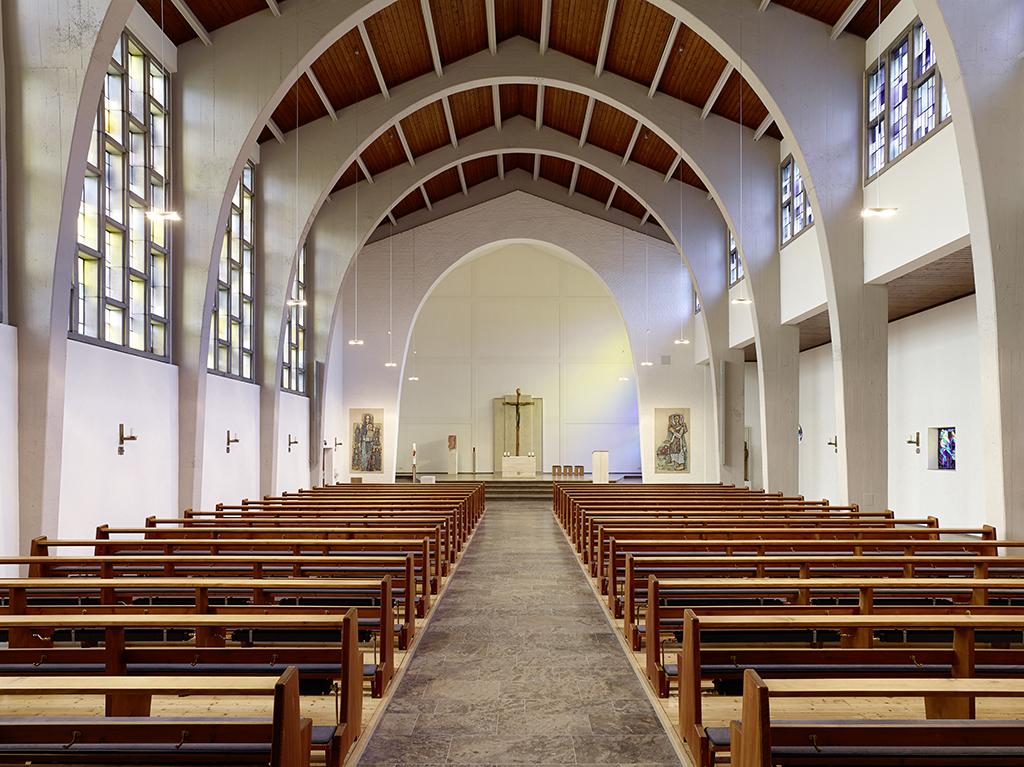 Kirche Amorbach, Kirchenschiff mit Chor Beleuchtung nach Sanierung
