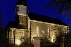 Nachtaufnahme Kirche Waldbach Nordost, Turm mit Apsis HF