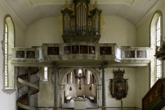 Kirche Waldbach Übersicht Altarraum mit Orgel/Empore, parallel