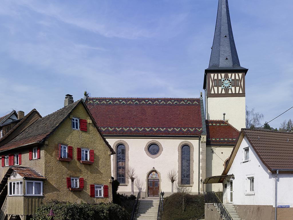 Übersicht Kirche Roigheim mit Treppe