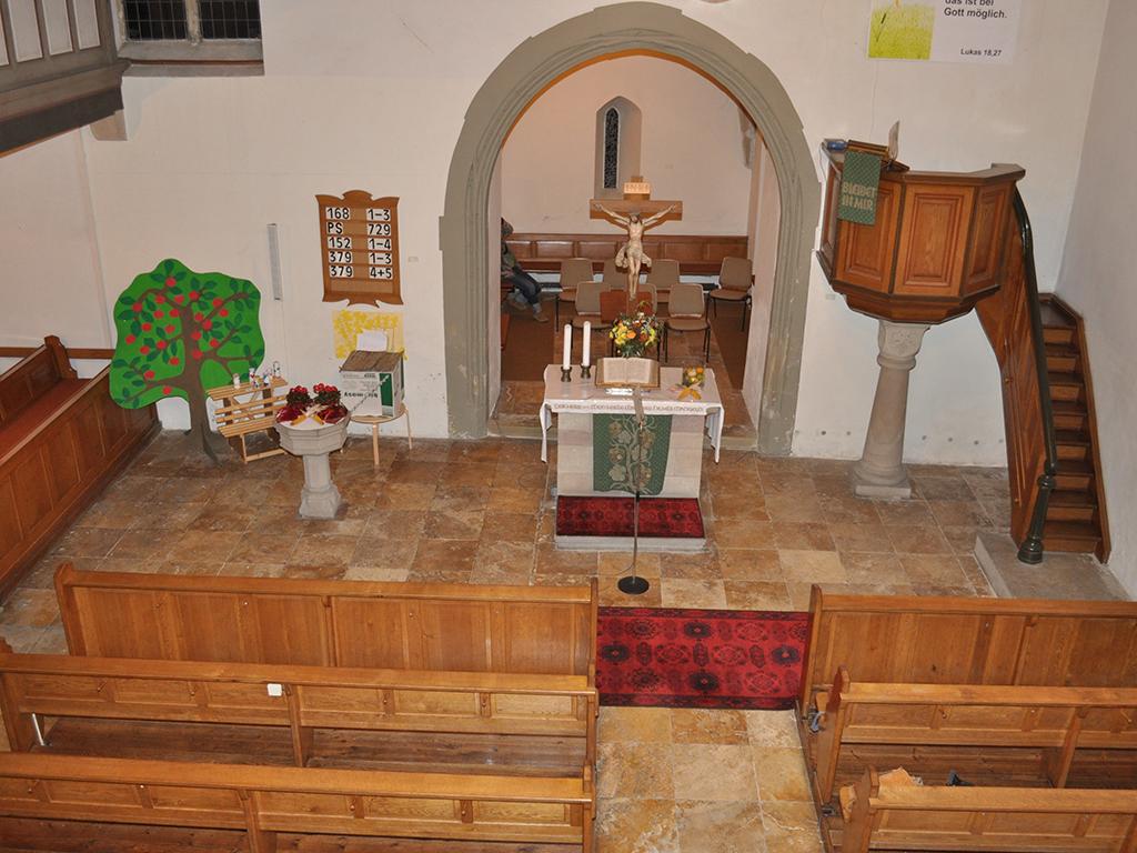 Kirche Dürrenzimmern, Übersicht des Altar vor Sanierung