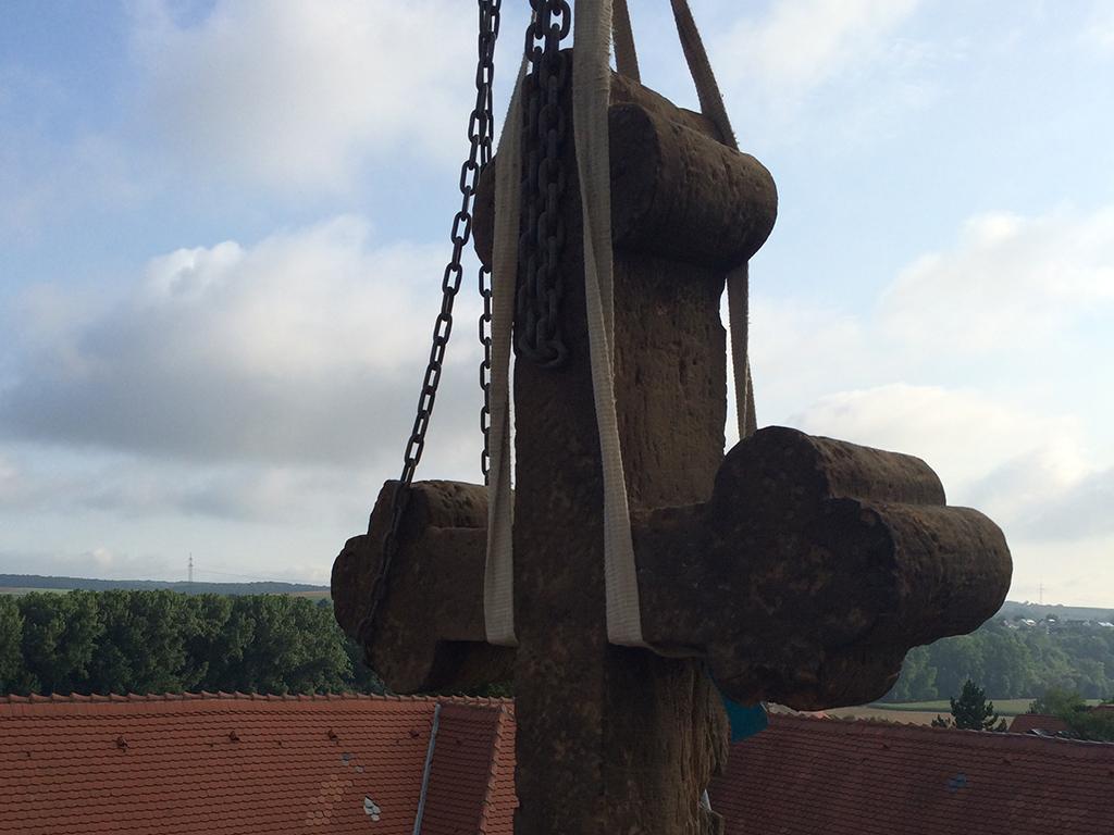 Kirche Neuenstadt Giebelkreuz