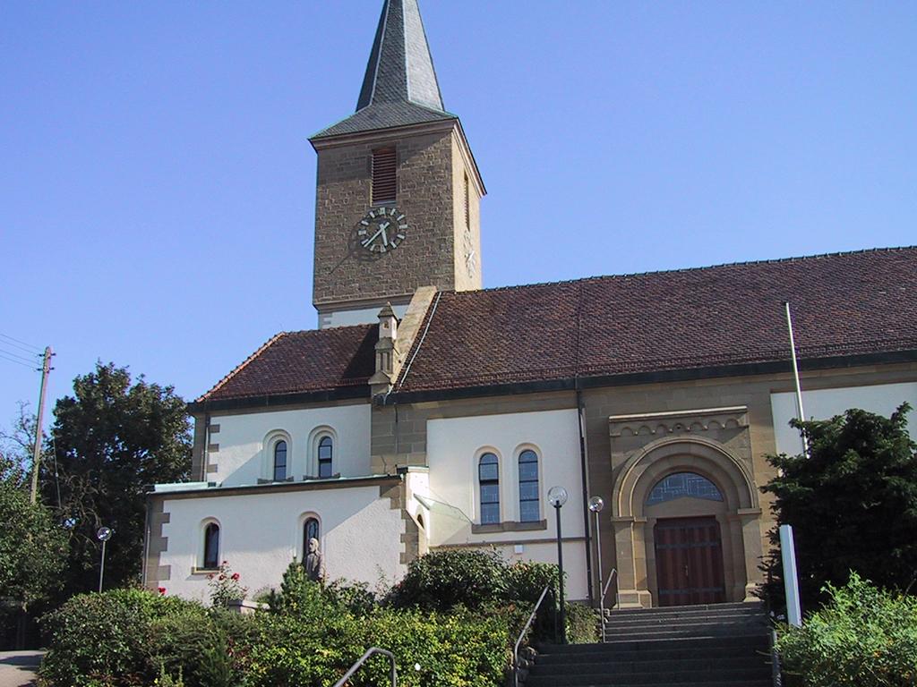 Kirche Bachenau, Übersicht mit Haupteingang