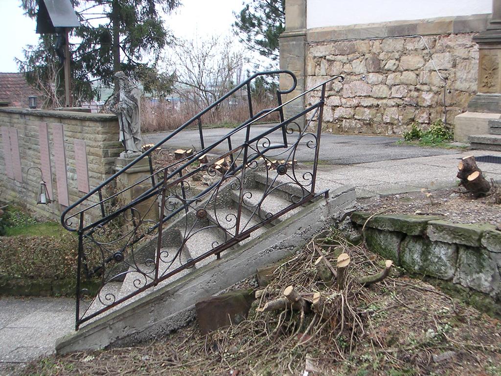 Dahenfeld, Detail Treppe zum Kirchplatz